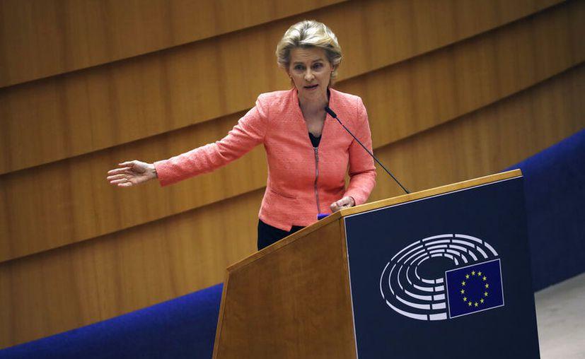 La presidenta de la Comisión Europea, Ursula von der Leyen, se dirige al plenario durante su primer discurso sobre el Estado de la Unión, en el Parlamento Europeo, en Bruselas. (AP Foto, Francisco Seco)