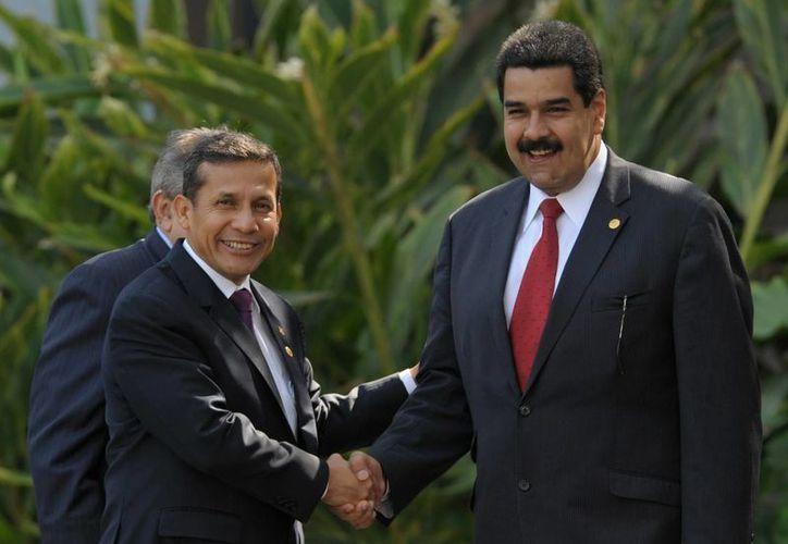 El presidente del Perú, Ollanta Humala (i), y el mandatario de Venezuela, Nicolas Maduro. (EFE/Archivo)