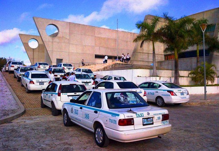 A partir del 20 de diciembre entrará en vigor la nueva tarifa del servicio de taxi en el municipio de Solidaridad. (Daniel Pacheco/SIPSE)