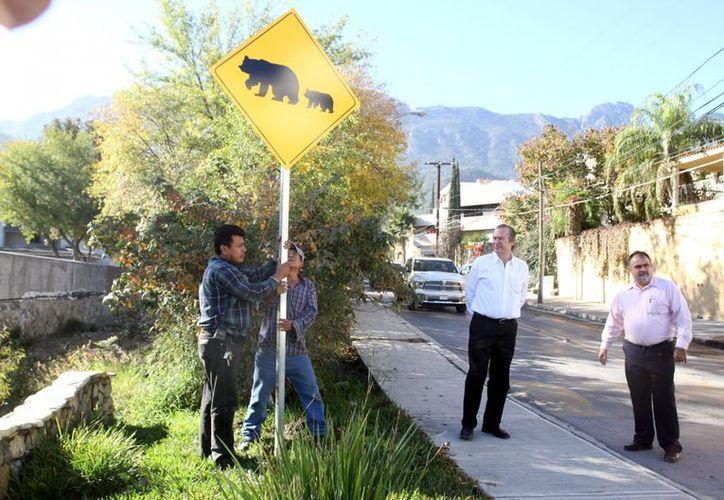 Los señalamientos fueron donados por empresas locales. (Reforma)