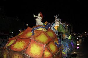 Brillante 'Noche de Corso' del Carnaval de Mérida