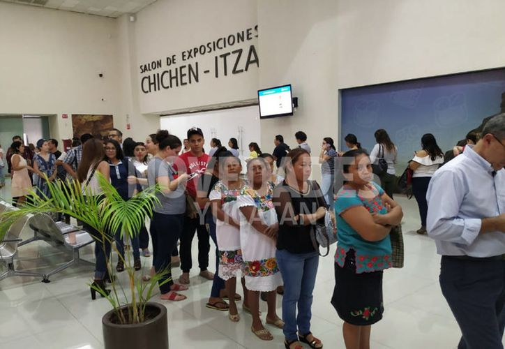 Desde temprana hora comenzaron a llegar los representantes de Pymes. (Candelario Robles/Novedades Yucatán)
