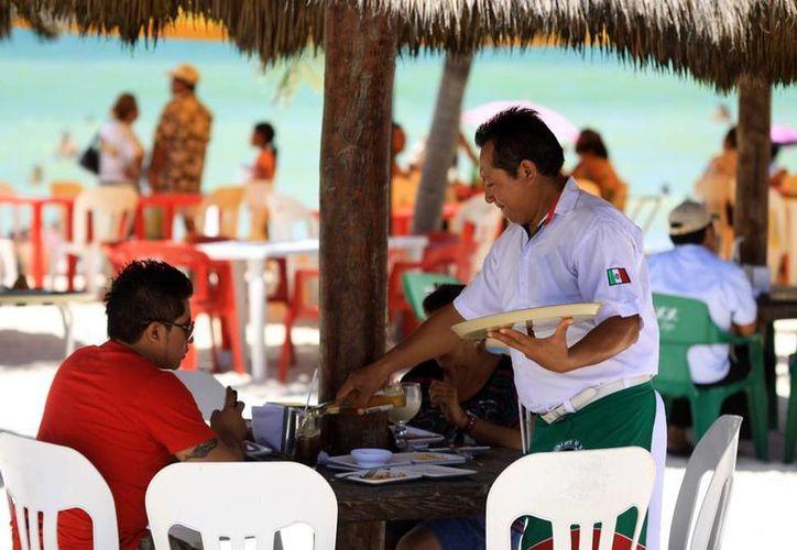 El sector servicios, de los más sólidos en Yucatán. (Christian Ayala/SIPSE)