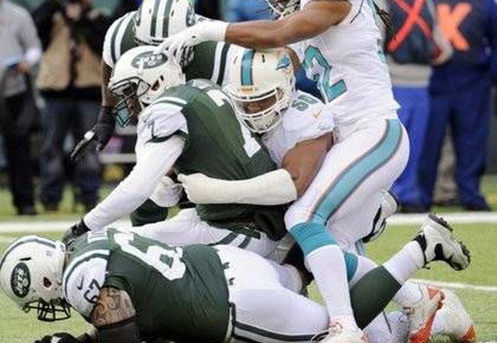 Para Dolphins era obligatorio ganar el partido y por eso jugaron con un  sentido de urgencia y recetaron a los Jets su tercera derrota seguida. (Agencias)