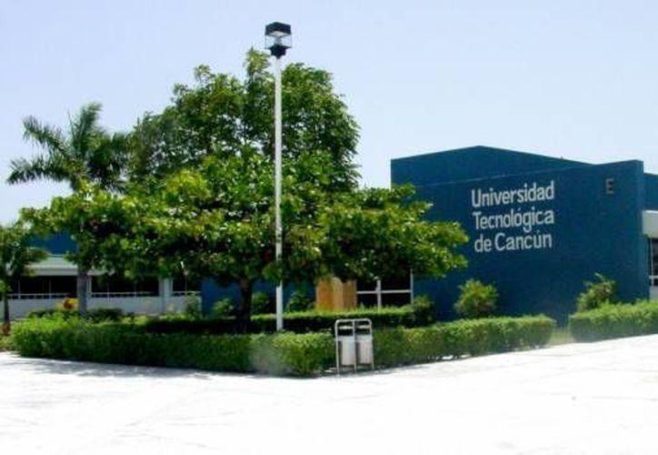 Informan que está suspendido el acceso al centro de estudios. (Redacción/SIPSE)