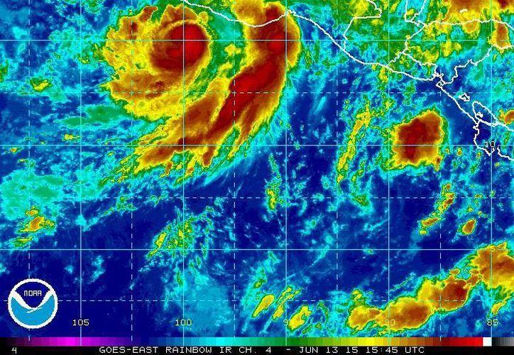 Ante la formación del huracán Carlos la región comprendida desde el puerto guerrerense de Acapulco hasta Punta San Telmo, Michoacán, permanece como zona de vigilancia y prevención por vientos de tormenta tropical y oleaje. (ssd.noaa.gov)