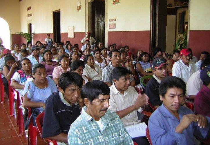 El Instituto para la Educación de los Adultos habilitó a capacitadores para asistir en la formación de adultos y jóvenes inscritos en las Asociaciones Religiosas. (Manuel Salazar/SIPSE)
