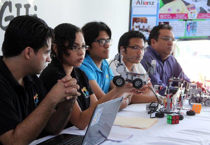 En rueda de prensa se dio a conocer que el próximo sábado se realizará la Robocopa, dónde niños y adolescentes presentarán proyectos de robótica para combatir desastres naturales. (José Acosta/SIPSE)