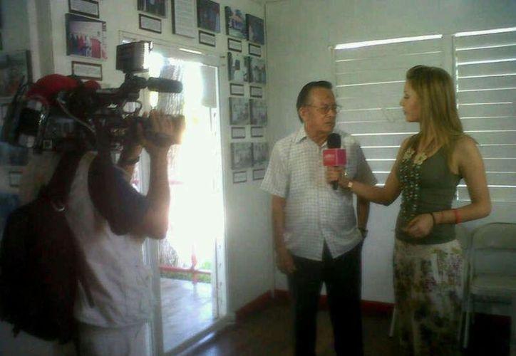Personal de México Travel Channel realiza las grabaciones de los programas en los sitios turísticos de la Zona Sur. (Juan Palma/SIPSE)