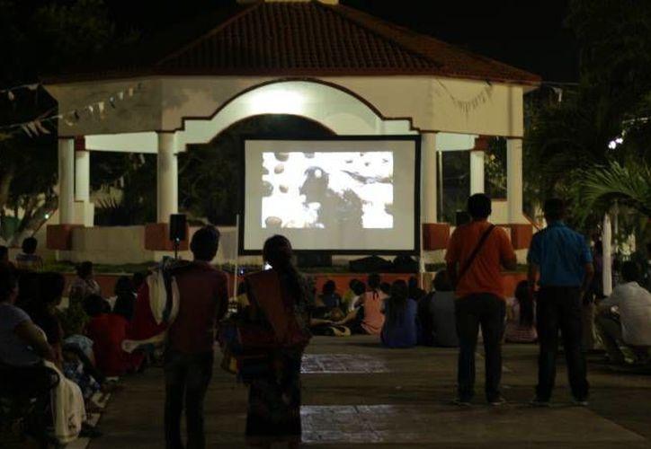 Como cada viernes el Cine Club tiene una proyección. (Octavio Martínez/SIPSE)
