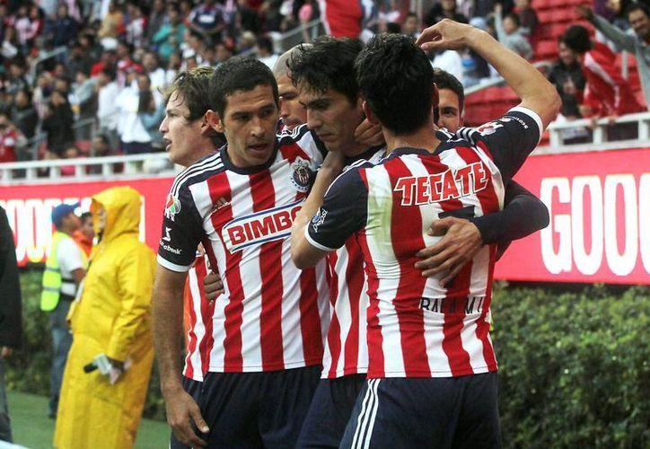 Chivas se conformó con el empate ante Jaguares de Chiapas. (Notimex)