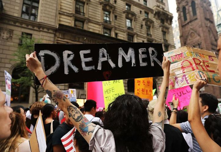 Una encuesta dada a conocer el pasado jueves mostró que 64 por ciento de los estadounidenses apoyan el programa DACA, contra 30 por ciento que opinó que sea eliminado. (Getty)