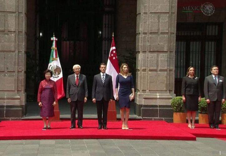 El presidente Enrique Peña Nieto dio la bienvenida a su homólogo de Singapur, Tony Tan Keng Yam, en Palacio Nacional. (Presidencia de la República)