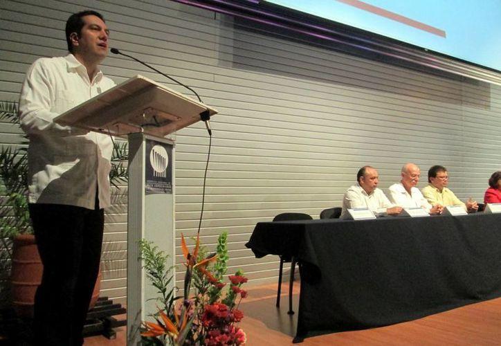 Marco de la Fuente dijo que en 2012 el HRAE ofreció 50 mil consultas. (Coral Díaz/SIPSE)