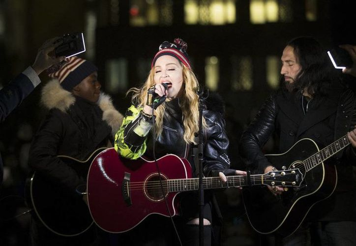 La Reina del Pop, Madonna, se presentó por sorpresa en el Washington Square Park en apoyo a Hillary Clinton. (AP)