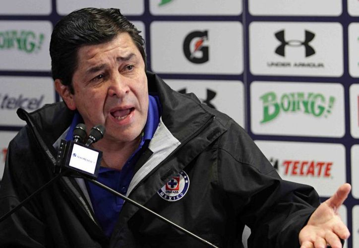 Luis Fernando Tena cerró un ciclo más como técnico de Cruz Azul. (Fotografía: Notimex)