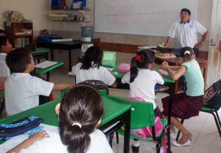 Padres de familia reclaman más atención en el rubro de educación. (Archivo/SIPSE)