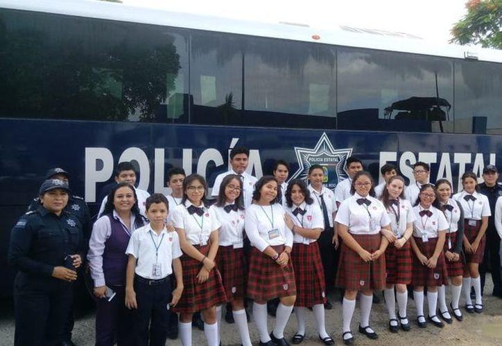 La Policía Estatal informó a estudiantes sobre los trabajos que se realizan en materia de prevención del delito. (SIPSE)