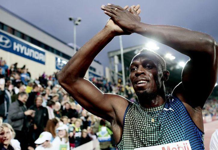 A pesar que no tuvo una buena salida, Bolt aumentó su velocidad en el desarrollo de la carrera, para terminar con potencia la recta final. (Agencias)