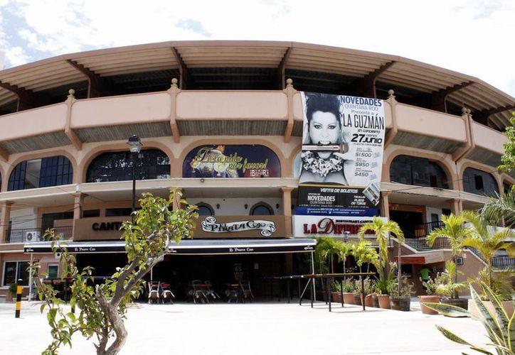 La plaza de Toros recibirá a más de cuatro mil fans de La Guzmán, con un escenario impresionante. (Francisco Gálvez/SIPSE)