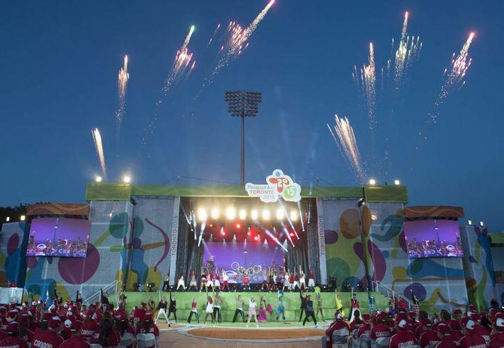 """Toronto dio la bienvenida a más de mil 600 atletas que participarán en los V Juegos Parapanamericanos. La ceremonia tuvo como tema """"La unidad a través de la diversidad"""". (AP)"""