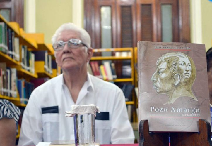 El escritor yucateco José Perulles López en la presentación de su novela 'Pozo amargo'. (Notimex)
