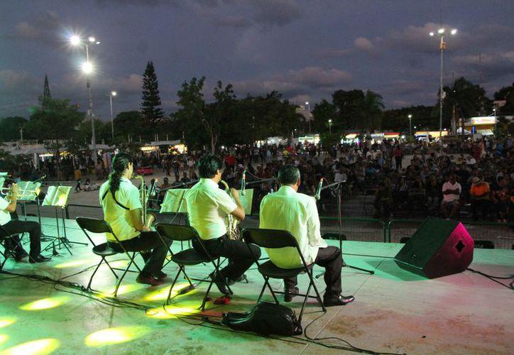 Las familias se dieron cita en el parque Las Palapas, para disfrutar del evento. (Paola Chiomante/SIPSE)