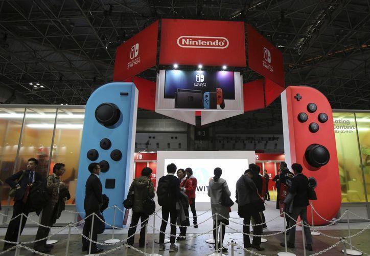 Este viernes, se presentó su nueva consola de videojuegos Nintendo Switch, en Tokyo. (The Associated Press)
