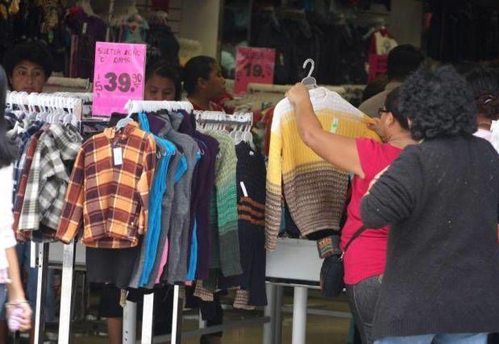 Canainve indicó que en los primeros cuatro meses del año llegaron al país alrededor de 44 millones de prendas de vestir de entre uno y 25 centavos de dólar. (Archivo/SIPSE)