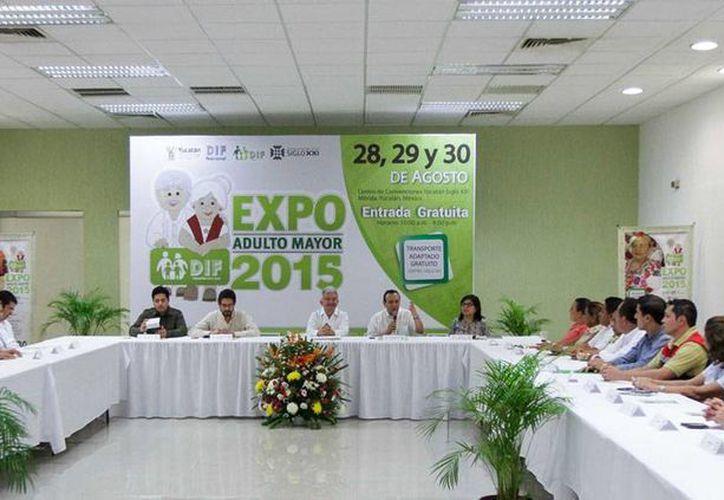 En rueda de prensa, el DIF informó de los detalles de la Expo Adulto Mayor 2015. (Oficial)