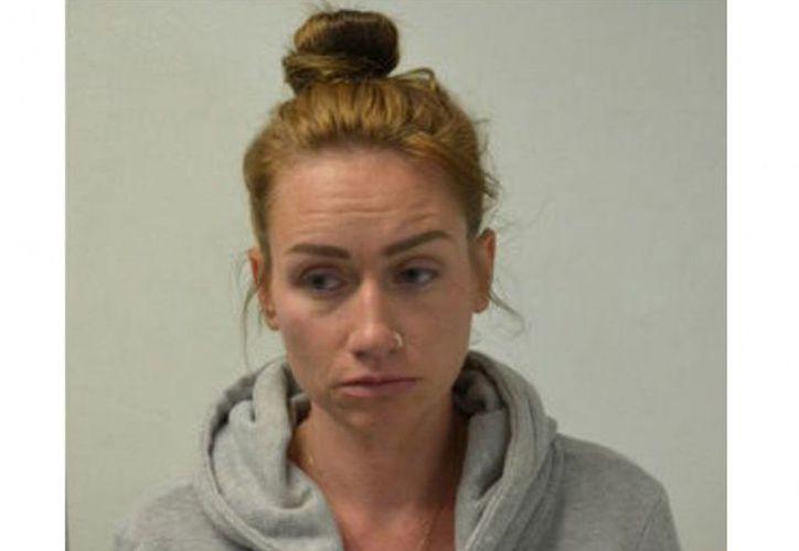 Una profesora de California fue arrestada después de que uno de sus estudiantes adolescentes se jactaba de tener relaciones con ella. (Contexto/Internet).
