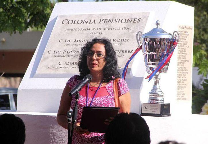 María Elena Torres, investigadora de la Uady, habló ayer de los problemas de los nuevos fraccionamientos en Mérida, en el marco de la celebración de la colonia Pensiones. (José Acosta/Milenio Novedades)