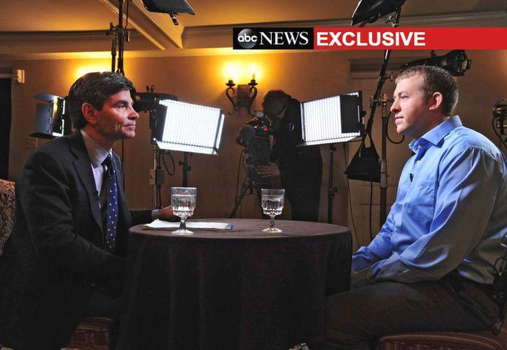 Imagen proporcionada por ABC News, el presentador de ABC News George Stephanopoulos (izquierda), entrevista al policía de Ferguson, Darren Wilson. (Agencias)