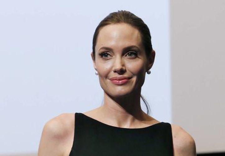 Angelina  Jolie habló durante una función especial de su película el lunes en la noche en la Universidad de Naciones Unidas en Tokio. (Agencias)