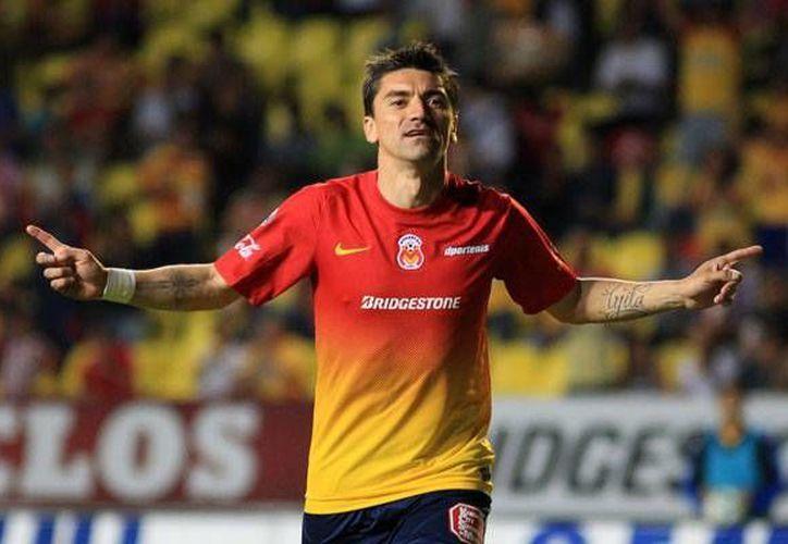 El chileno Héctor Mancilla hizo uno de los cuatro goles para los morelianos. (record.com)