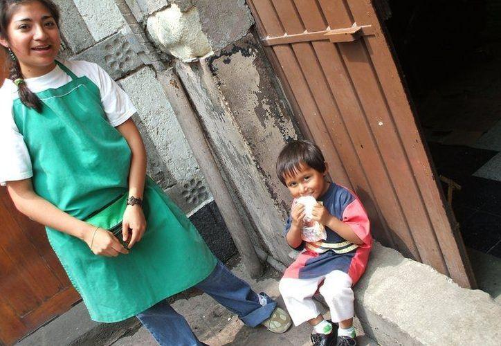 Los niños se muestran agradecidos por los alimentos. (Facebook/Comedor Vicentino A.C.)