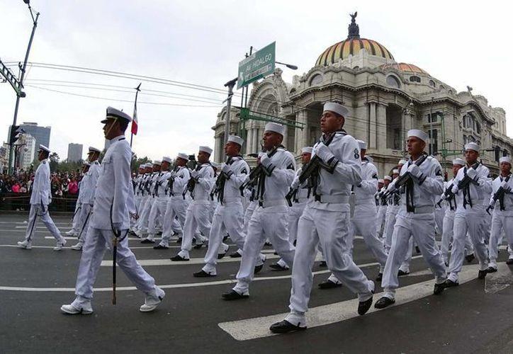 Personal de la Armada de México en el desfile del inicio de la Independencia, el 16 de septiembre de 2015, en la ciudad de México. (Archivo/Notimex)