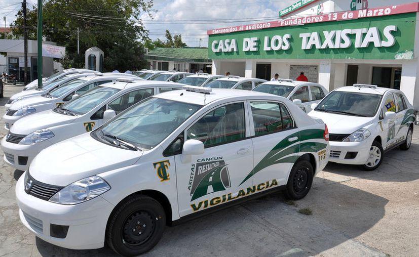 El Sindicato de Taxistas emitió un comunicado tras el anunció de Uber sobre su suspensión de actividades en Cancún. (Foto: Mente Urbana)