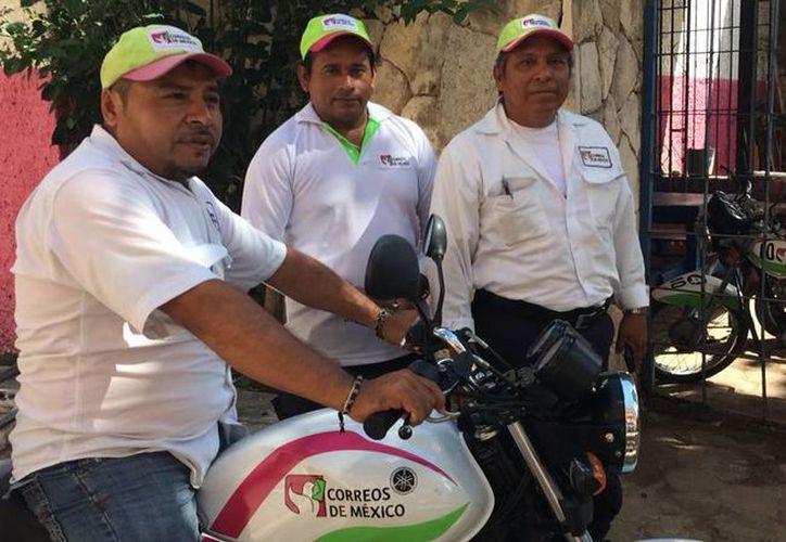 Correos de México cuenta en total con 180 personas, la mitad administrativos y la otra parte carteros. (Luis Soto/SIPSE)
