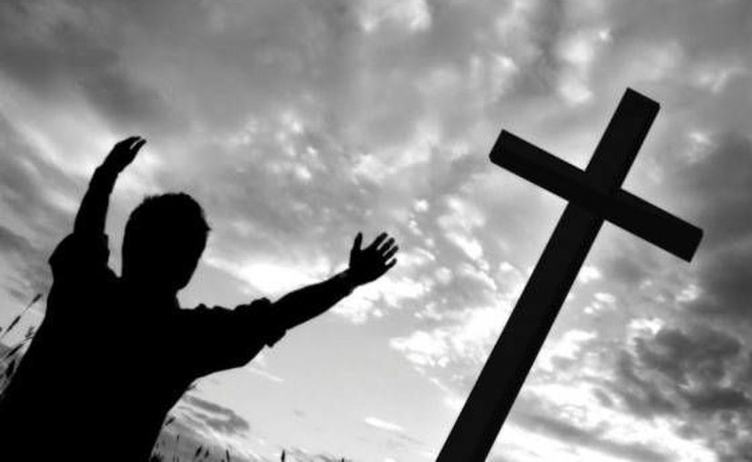 El pecado consiste en querer sustituirse a Dios, decidiendo lo que es bueno y lo que es malo. (letjesushelpyou.com)
