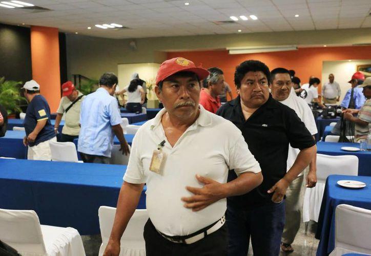Los extrabajadores de la Sidra Pino interpusieron una denuncia de hechos por fraude específico. (Milenio Novedades)