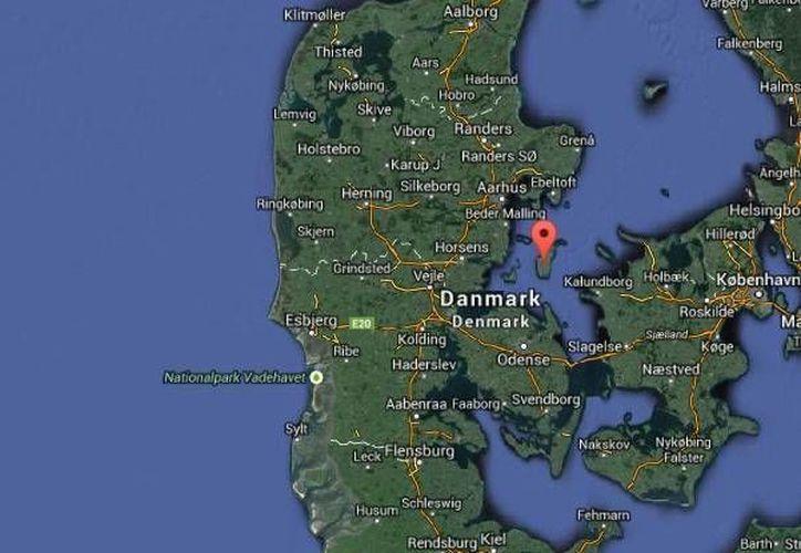 El accidente de un helicóptero Robinson 44 que dejó tres muertos ocurrió frente a la costa oriental de la isla de Samsoe, Dinamarca. (Google Maps)