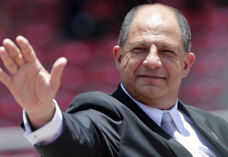 El presidente Luis Guillermo Solís prohibió el uso de su propia figura en embajadas y oficinas públicas. (info7.mx)
