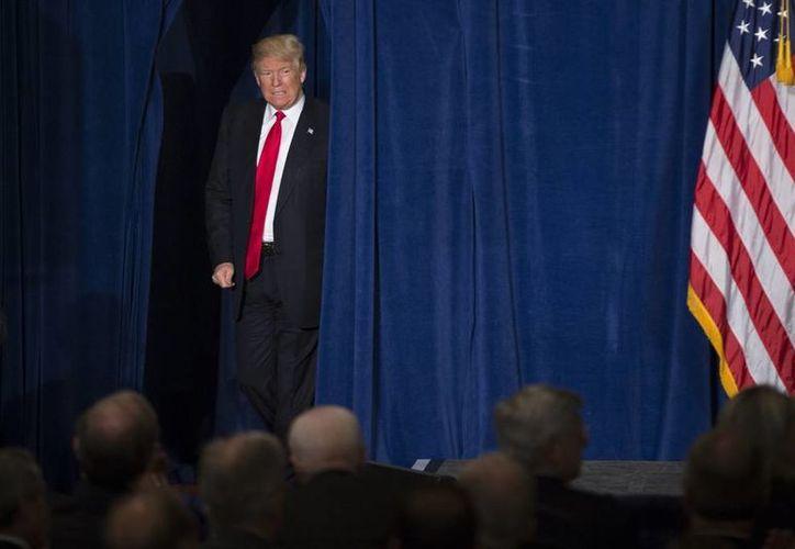 Donald Trump dijo que, de llegar a la Presidencia, su lema será 'Primero Estados Unidos'. (AP)