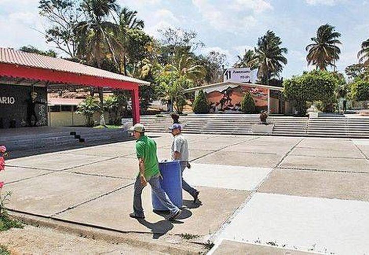 Esta es la Escuela Normal de Arteaga, Michoacán, donde el líder templario Servando Gómez, La Tuta, terminó sus estudios para maestro. (Milenio)