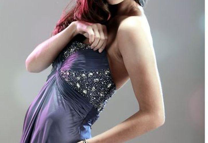 Karina González portó un vestido similar al que usó Ximena Navarrete en el 2010 y con el que ganó la corona de Miss Universo. (Agencia Reforma)