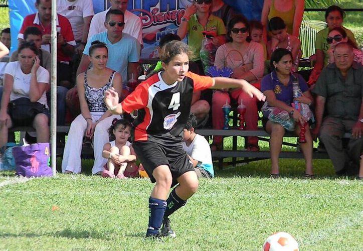 Lorena Flores marcó la diferencia desde los primeros minutos, terminando con un 2-0 a favor de Celaya. (Ángel Mazariego/SIPSE)