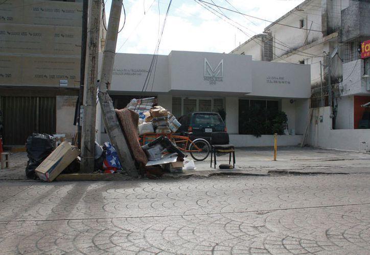 El programa busca evitar también la mala imagen que deja la basura colocada en las esquinas y al lado de los postes. (Sergio Orozco/SIPSE)