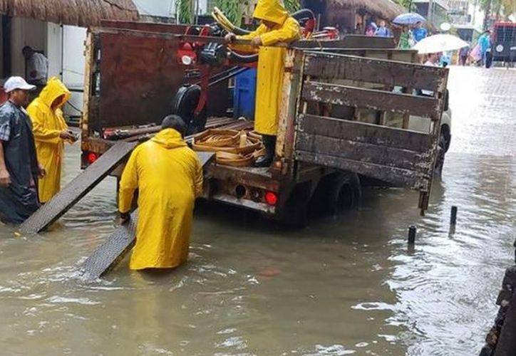 La falta de pozos de absorción ha provocado rebosamiento de aguas negras en la zona. (Octavio Martínez/SIPSE)