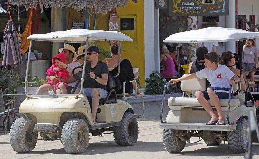 En esta temporada miles de turistas visitan a la isla. (Jesús Tijerina/SIPSE)